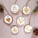 AKCIÓ! Arany téli képek - 6 db kézzel festett karácsonyi dísz, Karácsonyi, adventi apróságok, Karácsonyfadísz, Karácsonyi dekoráció, Kézzel festett arany téli képek 5,5-6 cm átmérőjű fehérre kent fakorongokra.  A korongok mindkét old..., Meska
