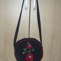 Matyó mintás farmer táska, Táska, Válltáska, oldaltáska, Kézzel hímzett matyómintás táska. 23 cm átmérőjű, fül hossz 92 cm,  a táska tetejétől m..., Meska