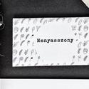Esküvői dekoráció, ültető kártya, fekete doodle mintás, kézzel készült minta, Esküvő, Képzőművészet, Esküvői dekoráció, Illusztráció, Igényes, sátras, két oladalas asztali ültetőkártya  Mérete összehajtva: kb: 70X40 mm Szerkeszési díj..., Meska