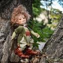 Albert kobold figura mozgatható porcelánbaba kabala porcelán figura - a gondolkodó, Dekoráció, Otthon, lakberendezés, Férfiaknak, Képzőművészet, Baba-és bábkészítés, Kerámia, Albert a gondolkodó  Albert az a kis kobold, ki a fák ágai közt trónol, dolga rendkívül komoly, miv..., Meska