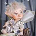 """Tündér figura - Huba mozgatható porcelán baba porcelánbaba manó kobold mesefigura fiú figura, Dekoráció, Otthon, lakberendezés, Képzőművészet, Mindenmás, Baba-és bábkészítés, Kerámia, Huba - kíváncsi tündér kölyök  Első lépéseit épphogy megtette, Tekintete máris az eget leste, """"Egy ..., Meska"""
