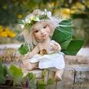 Virágtündér figura - Kamilla mozgatható porcelán baba porcelánbaba manó tündérke virág tündér kabala figura , Dekoráció, Otthon, lakberendezés, Képzőművészet, Mindenmás, Baba-és bábkészítés, Kerámia, Kamilla - icipici virágtündér  Kamilla az icurka tündér, a legkisebb ajtón is átfér, virágot varázs..., Meska