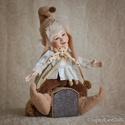 Manó figura - mozgatható porcelán baba porcelánbaba porcelán figura kabala Pongrác, Dekoráció, Otthon, lakberendezés, Képzőművészet, Szobor, Baba-és bábkészítés, Kerámia, Pongrác - manófalvi fickó  20 cm magas.  Kézműves porcelán baba.  Ennek a figurának a teljes teste ..., Meska