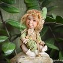Erdei manó figura - Bebó mozgatható porcelán baba porcelánbaba mesefigura aranyos cuki figura , Dekoráció, Képzőművészet, Dísz, Szobor, Baba-és bábkészítés, Kerámia, Bebó az erdei manó  12/17 cm magas.  Kézműves porcelán baba.  Ennek a figurának a teljes teste porc..., Meska