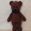 Teddy maci, Gyerek & játék, Játék, Játékfigura, Horgolás, Sajátkezűleg horgolt, 16 cm magas, aranyos mackó, sállal a nyakában. 100% pamut fonalból készült, a..., Meska