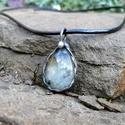 Prehnit medál, Ékszer, Medál, Tiffany technikával készült medál.   Ásvány - Prehnit  Medál hossza - 3 cm  Az ónozáshoz ólommentes ..., Meska