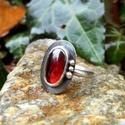 Ezüst Gránát gyűrű, Ékszer, Gyűrű, Gránát ezüstbe foglalva.   Ezüstékszereimet hagyományos ötvös technikával, keményforrasztással, kézz..., Meska