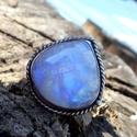 Ezüst Holdkő gyűrű, Ékszer, Gyűrű, Ékszerkészítés, Ötvös, Holdkő (Rainbow Moonstone) ezüstbe foglalva.   Ezüstékszereimet hagyományos ötvös technikával, kemé..., Meska