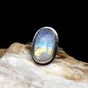 Ezüst Holdkő gyűrű, Ékszer, Gyűrű, Statement gyűrű, Ékszerkészítés, Ötvös, Holdkő (Rainbow Moonstone) ezüstbe foglalva.   Ezüstékszereimet hagyományos ötvös technikával, kemé..., Meska