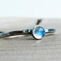 Ezüst Holdkő gyűrű, Holdkő (4mm) ezüstbe foglalva.   Ezüstékszerei...