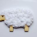Fűzhető bárány húsvétra, Játék, Húsvéti díszek, Készségfejlesztő játék, 10cm x 16 cm- es 3mm vastag fából 10m csillámos zsenilia fonallal A gyerekek könnyen kifűzhetik, ezz..., Meska