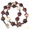 Az ősz virágai - mokka jáspis nyaklánc, Ékszer, Nyaklánc, Ékszerkészítés, A nyaklánc 14 mm-s mokka jáspis virágokból, 4 mm-s, szintén mokka jáspis gyöngyökből és bronz színű..., Meska
