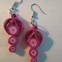 rózsaszín quiling fülbevaló, Ékszer, óra, Fülbevaló, Ékszerkészítés, Papírművészet, Nikkelmentes fülbevaló alkatrészből, papírcsíkból készült fülbevaló. mérete 6 cm., Meska