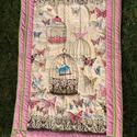 Takaró kislánynak pillangókkal, madárkakkal egy kis patchwork szegéllyel, Otthon, lakberendezés, Lakástextil, Takaró, ágytakaró, Varrás, Gyönyörű, puha pamut anyagokból készült ez a pillangós, rózsaszín szegéllyel ellátott takaró. Méret..., Meska