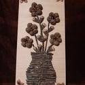 Termésvirágok fa vázában, Otthon & lakás, Dekoráció, Dísz, Kép, Lakberendezés, Falikép, Virágkötés, Mindenmás, Bükkfából készült rétegelt lemez-alapra diófa ágakból kirakott vázában 5 szál virág, melynek szirma..., Meska