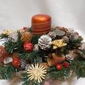 karácsonyi asztaldísz, DIY (Csináld magad), Virágkötés, Fűzfa-talp alapon sok-sok termés, dísz, műfenyő van felragasztva. középen a gyertyának külön tartój..., Meska