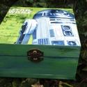 Star Wars doboz, Baba-mama-gyerek, Otthon, lakberendezés, Mindenmás, Dekoráció, Decoupage, transzfer és szalvétatechnika, Festészet, Festett fa dobozka 15x15x6 cm es mérettel.A dobozka a lakkrétegnek köszönhetően vízálló,így nedves ..., Meska