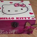 Hello Kitty dobozka, Baba-mama-gyerek, Dekoráció, Gyerekszoba, Tárolóeszköz - gyerekszobába, Decoupage, transzfer és szalvétatechnika, Festészet, Festett fa dobozka vidám HELLO KITTY mintával.15x15x6 cm es mérettel.A dobozka a lakkrétegnek köszö..., Meska