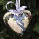 Szivecske levendulás , Dekoráció, Mindenmás, Otthon, lakberendezés, Esküvő, Decoupage, szalvétatechnika, Festészet, Hungarocel 12 cm es festett szivecske gyöngyvirág mintával,repedezett felülettel. Örök darab. Anyák..., Meska