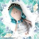 Pearl a gyöngy hercegnő, Játék, Dekoráció, Baba, babaház, Pearl egy komoly, türkizkék hajú kislány, aki minden nap kimegy a tengerpartra kagylókat gyűjteni, a..., Meska