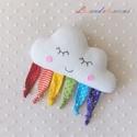 Szivárványszín címkés felhő , Baba-mama-gyerek, Játék, Baba játék, Plüssállat, rongyjáték, Ez a bájos felhő puha anyagból készült csomózott végű varrott kis textil csíkokkal, hogy mindig legy..., Meska
