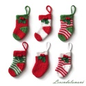 Horgolt zoknik (karácsonyfa díszek), Pamut fonalból horgoltam a kis karácsonyi zoknik...