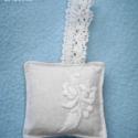 Kalocsai mintával díszített levendula párnák, A hímzés még anyukám keze munkáját dicséri....