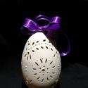 Csipkézett libatojás lila szalaggal, Húsvéti díszek, Otthon, lakberendezés, Gravírozás, Csipkézett, kifújt libatojás héj, kontúr festékkel és lila szalaggal díszítve. (A szalag a tojáshéj..., Meska