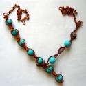 Türkizszín nyaklánc, Ékszer, Nyaklánc, 0,8 és 0,3 mm-es rézdrótból készült nyaklánc türkizszín porcelángyöngyökkel. A nyaklán..., Meska