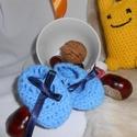 Kék babacipellő - Egyedi kézműves horgolás, Ruha, divat, cipő, Baba-mama-gyerek, Cipő, papucs, Gyerekruha, Egyedi kézműves horgolás bababarát 100 % acryl fonalból, 30 C-on mosható,   méret: 0-1 éves...., Meska