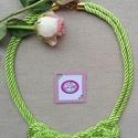 Gyönyörű zöld szatén zsinór nyaklánc, Ékszer, Nyaklánc, Igazán mutatós zöld szatén zsinór nyaklánc, Meska