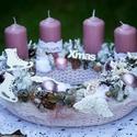 Adventi koszorú, Dekoráció, Ünnepi dekoráció, Karácsonyi, adventi apróságok, Karácsonyi dekoráció, Virágkötés, Rózsaszínű adventi koszorú Elegáns, nőies színekkel. Átmérő: 27 cm, Meska
