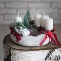 Adventi koszorú, Dekoráció, Karácsonyi, adventi apróságok, Otthon, lakberendezés, Ünnepi dekoráció, Asztaldísz, Mindenmás, Virágkötés, 20 cm átmérőjű szalma alapot vontam be fehér kötött anyaggal.  Díszítésénél fehér gyertyákat, termé..., Meska
