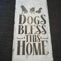 Kutya őrzi a házat