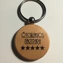 Ötcsillagos Nagypapa, Mindenmás, Férfiaknak, Kulcstartó, Gravírozott fa kulcstartó.   Az ár 1db kulcstartóra vonatkozik!  Vastagság: 7 mm  Méret: 4 cm ..., Meska