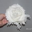 Törtfehér menyasszonyi virág hajdísz, fejdísz, Esküvő, Esküvői ékszer, Hajdísz, ruhadísz, Különleges technikákkal készült ez a virág, hő hatására hullámossá tettem a kézzel szabo..., Meska
