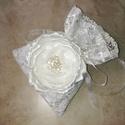 """""""Pandora"""" virágos csipkés szütyő, Esküvő, Táska, Varrás, Virágkötés, Törtfehér szatén alapra varrtam fel egy szintén törtfehér hímzett csipkét, ebből készítettem az ala..., Meska"""