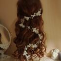 """""""Eszterlánc"""" fehér gyöngyös virágos menyasszonyi fejdísz, Esküvő, Esküvői ékszer, Hajdísz, ruhadísz, Tejfehér akril virágokat, akril leveleket, tekla gyöngyöket sodortam hosszú ág formában. Kont..., Meska"""
