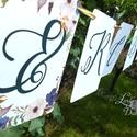 Zászlófüzér, Esküvői dekor, Zászló, Banner, Bunting, Esküvő dekoráció, Vintage, Rusztikus, Szalag, füzér, Esküvő, Dekoráció, Esküvői dekoráció, Nászajándék, Esküvői Zászlófüzér Személyre szólóan a pár nevével, virág Designal, passzoló szatén szalaggal.  9 D..., Meska