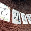 Zászlófüzér, Esküvői dekor, Zászló, Banner, Bunting, Esküvő dekoráció, Vintage, Rusztikus, Szalag, füzér, Esküvő, Dekoráció, Esküvői dekoráció, Nászajándék, Esküvői Zászlófüzér Személyre szólóan a pár nevével, virág Designal, passzoló szatén szalaggal.  14 ..., Meska