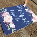 Esküvői köszönetkártya, szatén szalag, köszönjük lap, köszönetajándék, ajándékkísérő, kék virágos, Esküvő, Meghívó, ültetőkártya, köszönőajándék, Esküvői dekoráció, Nászajándék, Elegáns, Romantikus virágos Esküvői Akasztós Köszönetkártya finom szatén szalaggal kötve.  Kis-kárty..., Meska