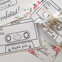 Kérj zenét kazetta kártya, dj, zene kérő lap, Esküvői felirat, Dekoráció, kellék, Esküvői lap, Esküvő Dekor, kártya, Esküvő, Esküvői dekoráció, Meghívó, ültetőkártya, köszönőajándék, Kérj Zenét kazetta kártya  Méret: kb. A7 (74x148mm)  Anyag: 250g-os natúr művészpapírra van nyomtatv..., Meska