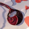 Fekete - piros cirbolya tűzzománc nyaklánc, Ékszer, Nyaklánc, Medál, Erőteljes és szeretetteljes piros és fekete, indás, spirálos díszítésű egyedi nyaklánc, rekeszzománc..., Meska