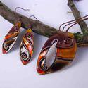 Fekete -narancs sárga - lila cirbolya tűzzománc nyaklánc és fülbevaló, Ékszer, Ékszerszett, Fülbevaló, Fekete, narancssárga és lila színárnyalatban pompázó indás, spirálos díszítésű egyedi fülbevaló pár ..., Meska