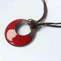 Bordó karika tűzzománc nyaklánc, sötét piros medál, születésnapi ajándék neki, Ékszer, Nyaklánc, Bordó színű egyedi kézzelkészült nyaklánc zománcozott, antikolt vörösréz. 4 cm átmérőjű vörösréz ala..., Meska
