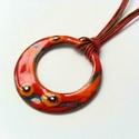 Narancs - piros virágos karika tűzzománc nyaklánc, narancssárga piros medál, születésnapi ajándék, Ékszer, óra, Nyaklánc, Ékszerkészítés, Tűzzománc, Narancs és piros színű egyedi kézzelkészült tűzzománc nyaklánc kis muránói üveg millefiori gyöngyök..., Meska
