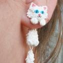 Fehér, szőrös cica macska pár, Ékszer, Fülbevaló, Eladó a képen látható cicapár. Ahogy látszik a képen is, aranyosak kapaszkodnak a füledbe. Rendelésr..., Meska