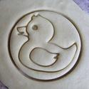 Kicsi kacsa sütikiszúró, Otthon & lakás, Egyéb, Konyhafelszerelés, Saját tervezésű és 3D-nyomtatású  süteménykiszúró forma.   Mérete 6,4 x 6,4 x 1,1 cm.  Anyaga: körny..., Meska