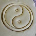 Tai Ji (Yin és Yang) szimbólum sütikiszúró, Egyéb, Férfiaknak, Konyhafőnök kellékei, Saját tervezésű és 3D-nyomtatású  süteménykiszúró forma.  A jin és jang (egyszerűsített kínai: 阴阳; h..., Meska