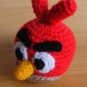 Angry birds - piros madár, Baba-mama-gyerek, Játék, Játékfigura, Plüssállat, rongyjáték, Anyaga - akrilfonal, vatelin. Átmérője kb. 6,5 cm.  , Meska